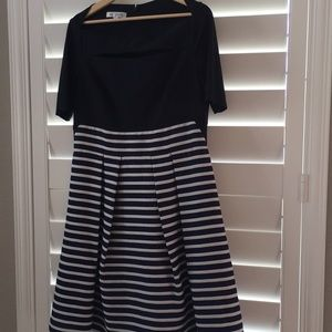 Kay Unger Navy Black and Cream dress